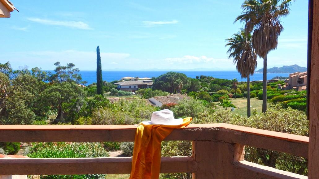 Balcon de la mini villa avec vue sur Palombaggia et la Sardaigne