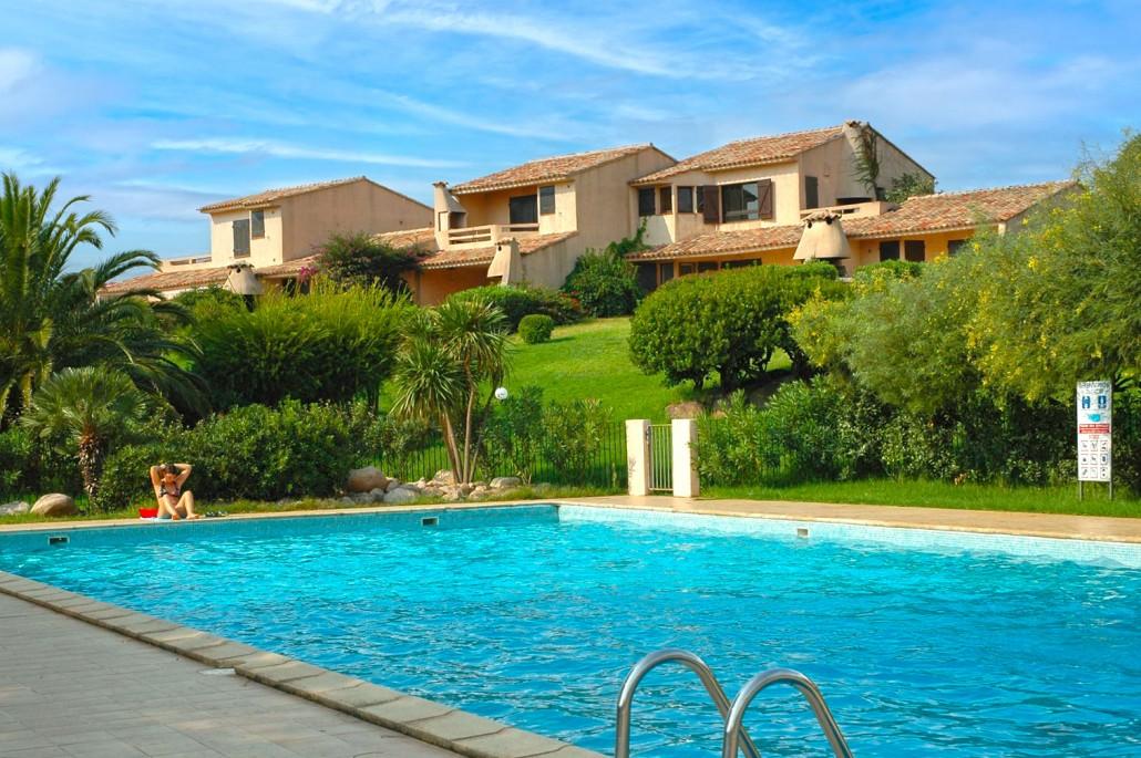 Mini villas et piscine de la résidence Bocca del'Oro